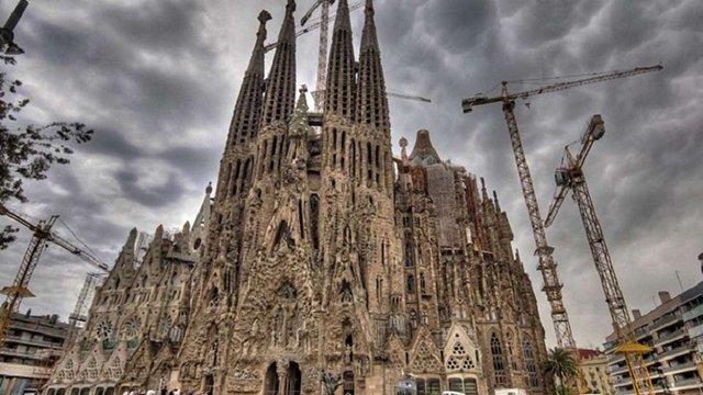 Терористи планували підірвати собор Святого сімейства в Барселоні