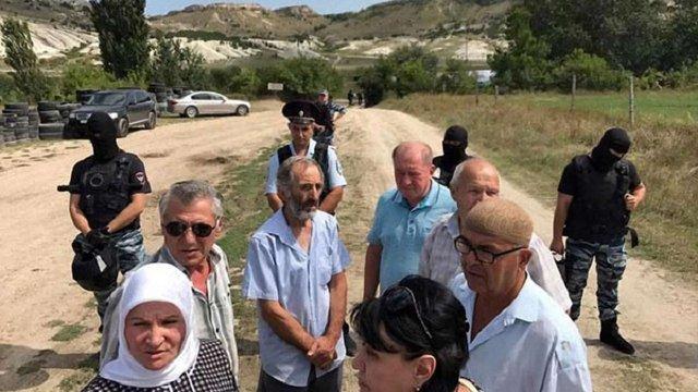 Озброєні окупанти в Криму зірвали проведення пам'ятної акції кримських татар