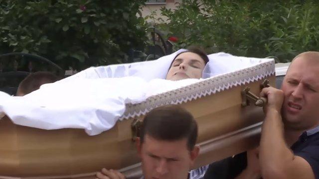 Наталю Трілу поховали у весільній сукні