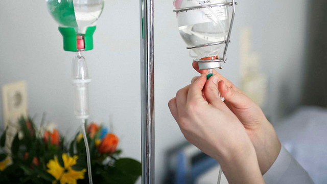 У Львові двоє чоловіків потрапили до реанімації з діагнозом ботулізм. Сироватки нема