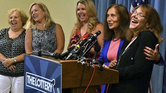 Найбільший джекпот в історії США виграла 53-річна медсестра