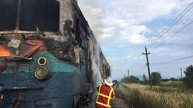 На Закарпатті під час руху загорівся приміський потяг