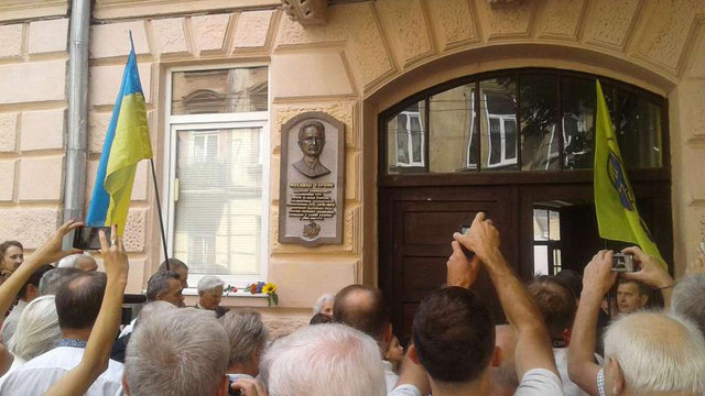 У Львові відкрили меморіальну таблицю дисиденту Михайлові Гориню