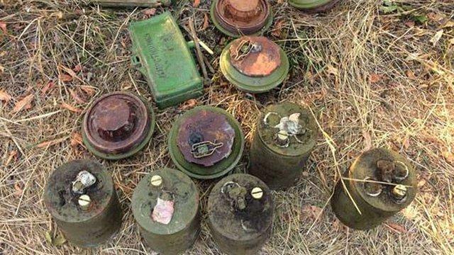 На Донеччині поліція знайшла схованку з вибухівкою і боєприпасами диверсантів