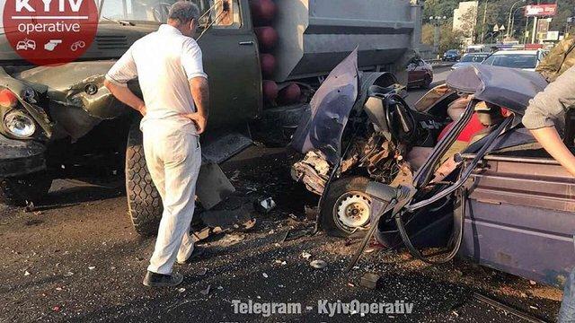 У Києві автомобіль із арсеналом вогнепальної зброї потрапив в аварію