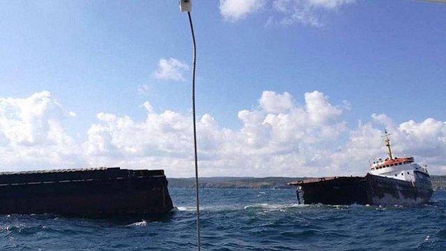 Біля берегів Туреччини розвалилося судно, яке контрабандою возило сировину в Крим