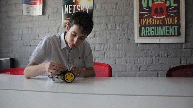 Учень львівської гімназії створив роботизованого англомовного гіда для туристів