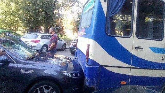 Автобус із журналістами в'їхав у авто голови Львівської облради