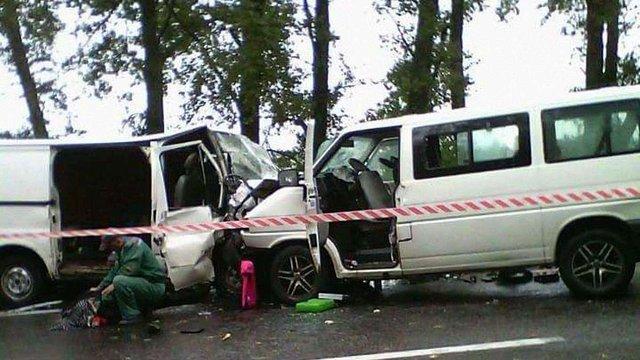 Внаслідок зіткнення двох мікроавтобусів на Харківщині загинули двоє людей