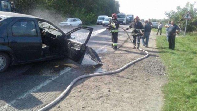 На трасі Рівне-Луцьк зіштовхнулися два легковики й вантажівка, п'ятеро людей опинилися в лікарні