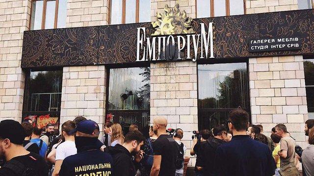 НАНУ заявила про тиск і рейдерство у конфлікті навколо магазину «Емпоріум»