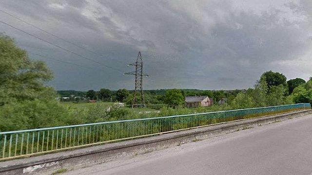 У Дрогобичі 43-річна жінка стрибнула з моста в ріку, намагаючись накласти на себе руки