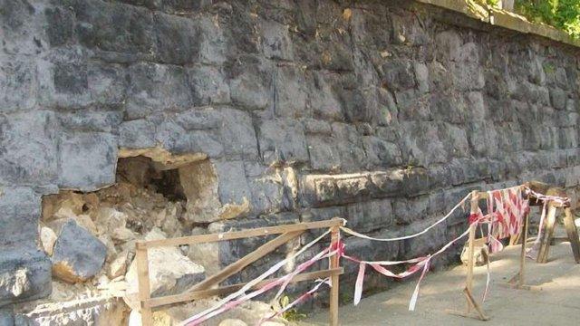 Підпірну стінку та сходи до храму св. Івана Золотоустого відремонтують за ₴1,4 млн