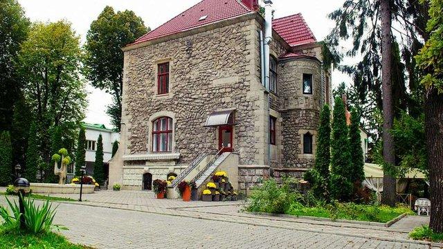 Львівська облрада вдруге намагається виселити приватний готель із історичних вілл