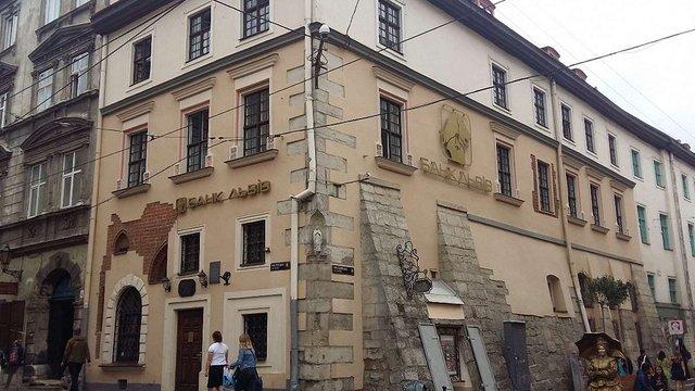 Швейцарська компанія придбає 40% акцій банку «Львів»