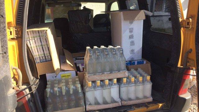 На Волині податківці  у контрабандистів вилучили два автомобілі з сигаретами та алкоголем