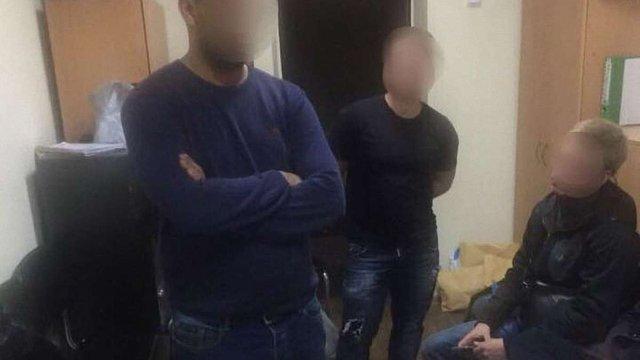 У Києві викрили банду, яка виманила $500 тис. у іноземця