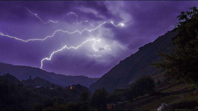 У Західній Україні прогнозують шквальний вітер, грози та град