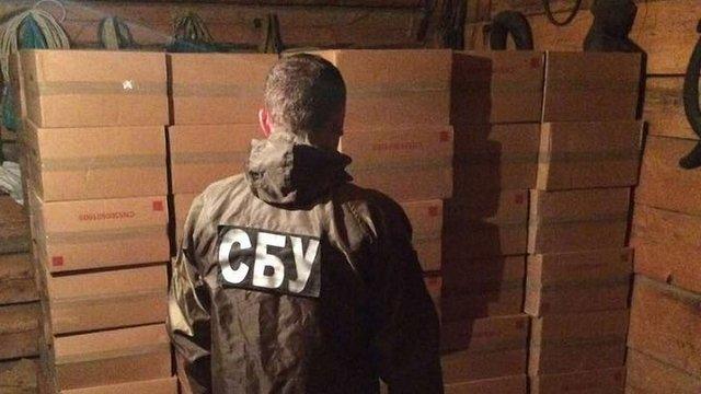На Буковині правоохоронці знайшли склад із сигаретами на ₴2 млн