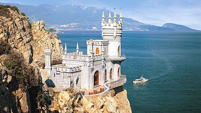 Росія проводить незаконне буріння скелі під палацом «Ластівчине гніздо» в Криму, – ЮНЕСКО