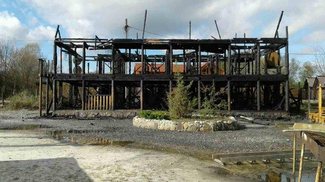 У Солотвино вщент згоріла база відпочинку