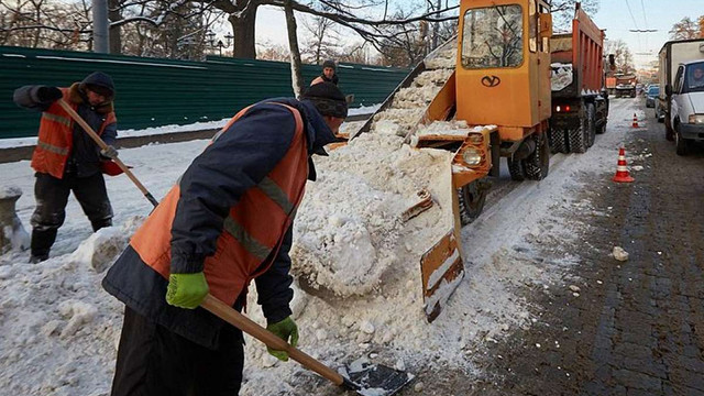 В Івано-Франківську правопорушники взимку прибиратимуть місто від снігу