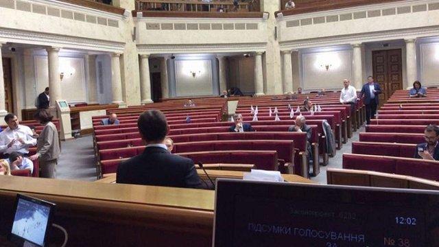 Судову реформу розглядав майже порожній зал Верховної Ради