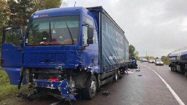 На Рівненщині внаслідок зіткнення легковика з вантажівкою загинуло подружжя з Києва