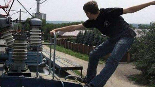 У Житомирі 13-річний підліток отримав сильні опіки, роблячи селфі на даху поїзда