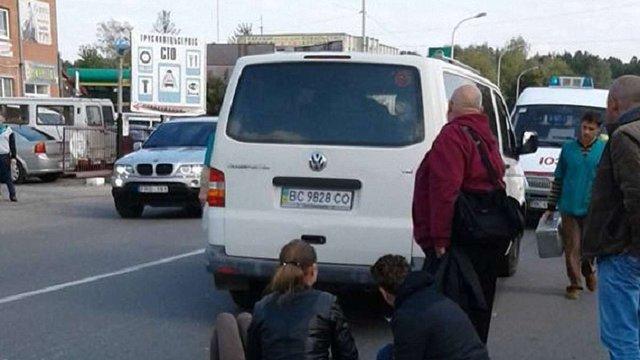 У Трускавці автомобіль на пішохідному переході збив сім'ю