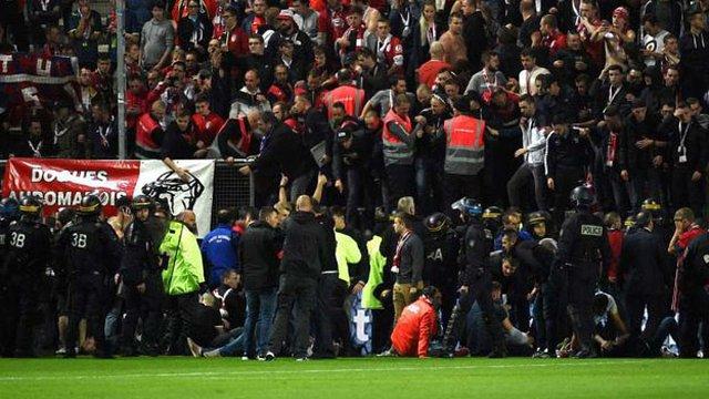 Десятки людей постраждали від обвалу трибуни на стадіоні у Франції