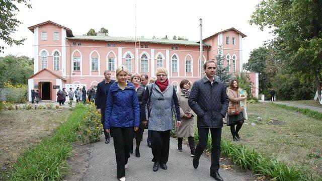 На Харківщині банк повернув заставлену будівлю сільському музею з картинами Малевича і Пікассо