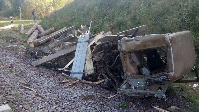 Внаслідок зіткнення поїзда та вантажівки на Львівщині постраждали троє людей
