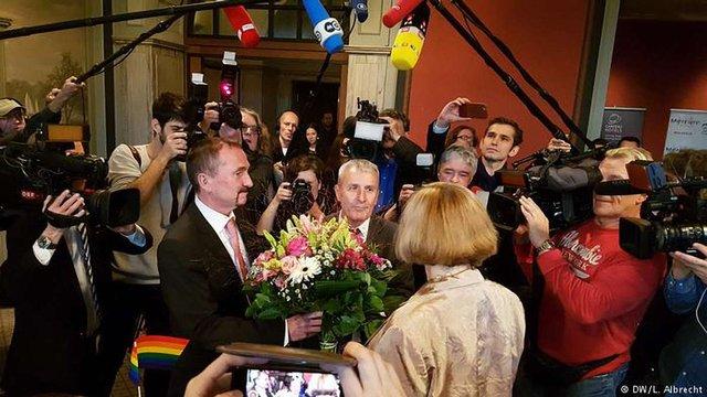 В Німеччині зареєстрували перший в історії країни одностатевий шлюб