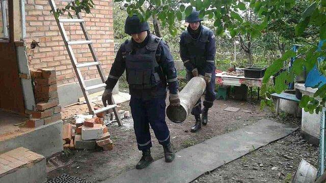 Поруч із військовими складами у Калинівці досі лунають поодинокі вибухи