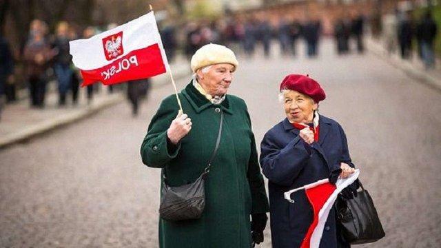 У Польщі офіційно знизили пенсійний вік