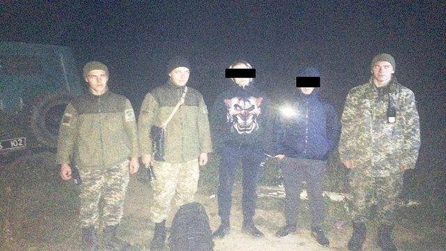 Двоє румунів намагалися незаконно перетнути кордон біля пункту пропуску «Шегині»