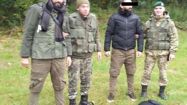 Двоє алжирців намагалися незаконно перетнути кордон у Краковці