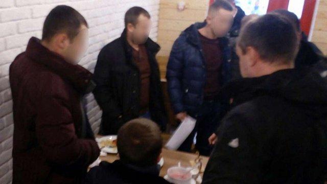 Затримані за грабіж з насильством львівські поліцейські поновилися на посадах