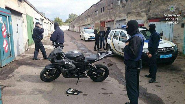 Львівська поліція затримала крадіїв мотоцикла за оголошенням в інтернеті