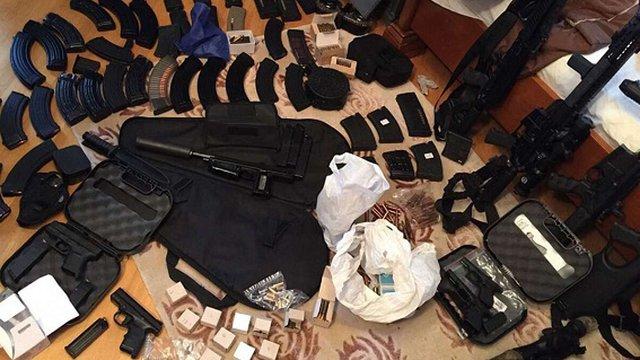 Поліція вилучила у киянина великий арсенал стрілецької зброї