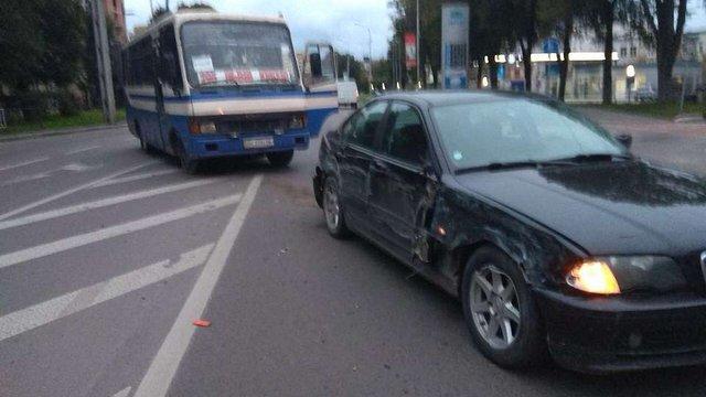 У Львові в ДТП потрапив міжміський автобус, який курсував не за маршрутом