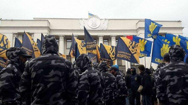 Біля парламенту націоналісти мітингували проти президентських законів щодо Донбасу