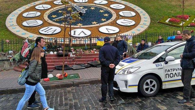 У Києві на Інститутській розбили пам'ятники героям Небесної сотні