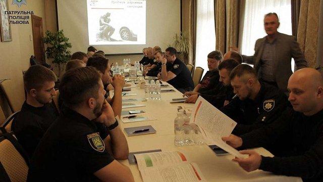 Львівських патрульних навчають екстремального водіння