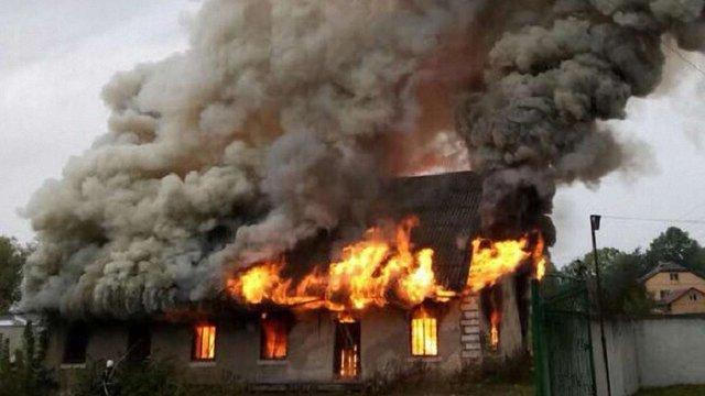 На Львівщині згоріла будівля старого млина
