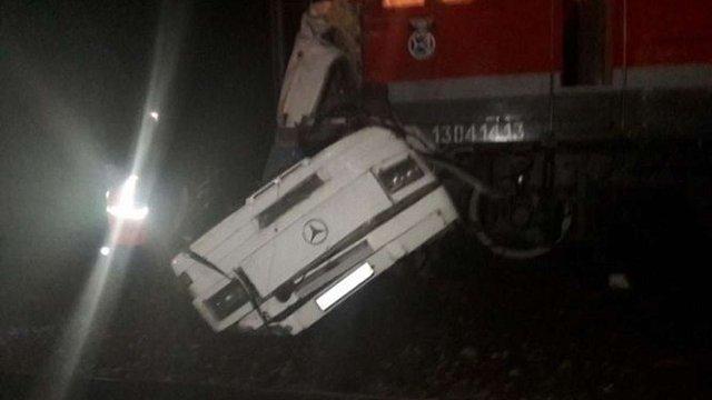 У Росії автобус зіткнувся з пасажирським поїздом, загинули щонайменше 20 осіб