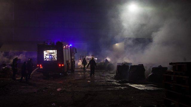У Дніпрі згорів завод з виробництва туалетного паперу