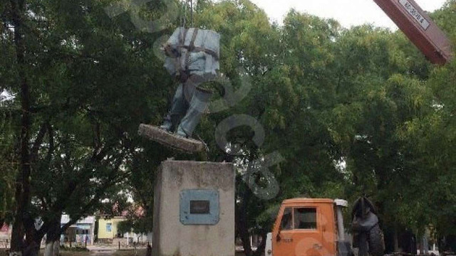 На Одещині демонтували пам'ятники Леніну та Калініну, раніше відремонтовані за бюджетні кошти