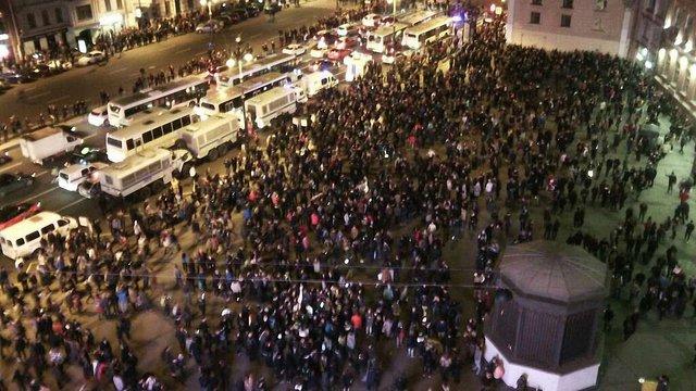Прихильники Навального вирішили ночувати на Манежній площі у Москві